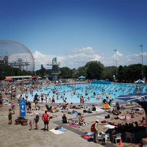 Family activity in Montreal: swimming at the Aquatic Complex